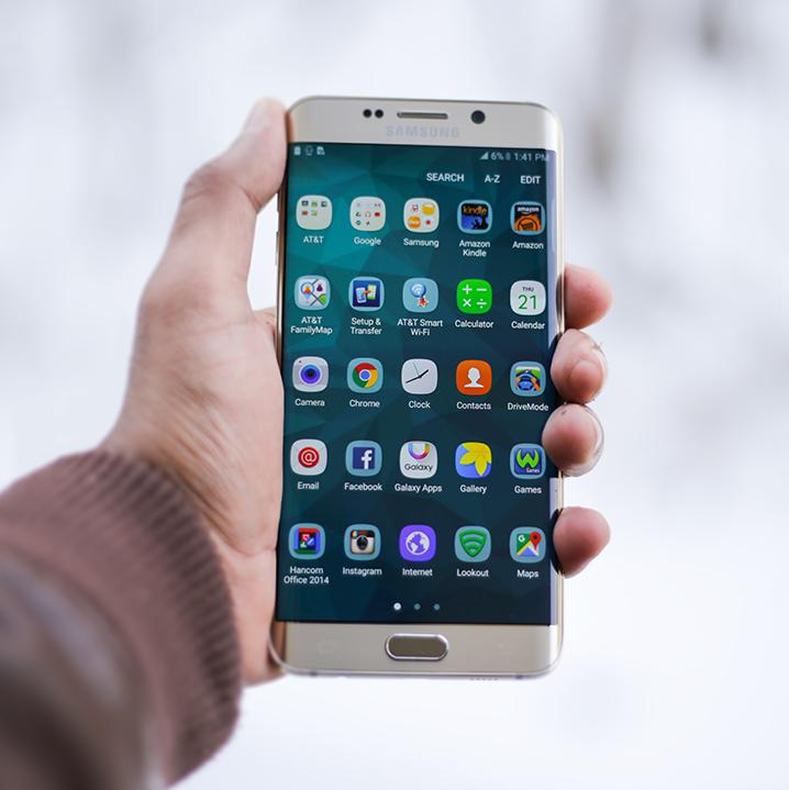 Boja sa vaši starší príbuzní smartfónov? Zažeňte ich strach pomocou mobilných aplikácií